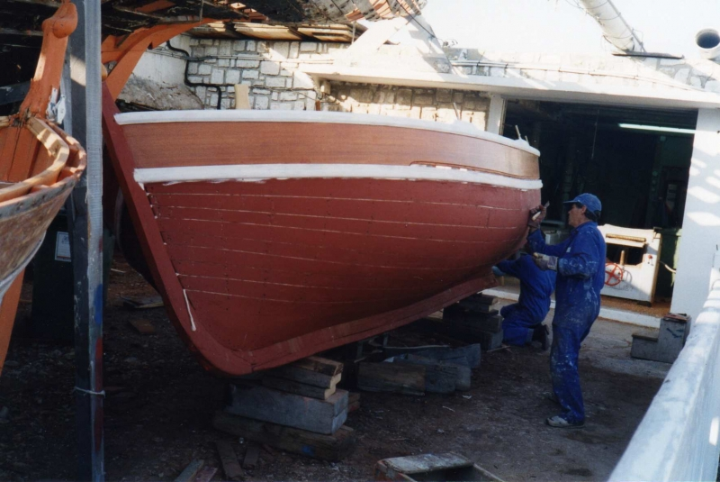 reparation de bateaux en bois sur cassis construction de. Black Bedroom Furniture Sets. Home Design Ideas